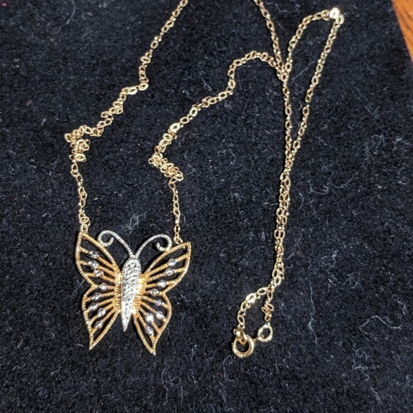 Jewelry - 14k Diamond accent Butterfly necklace